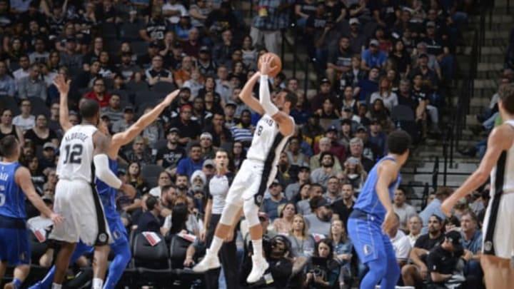 SAN ANTONIO, TX – OCTOBER 29: Marco Belinelli #18 of the San Antonio Spurs shoots the ball against the Dallas Mavericks (Photos by Mark Sobhani/NBAE via Getty Images)