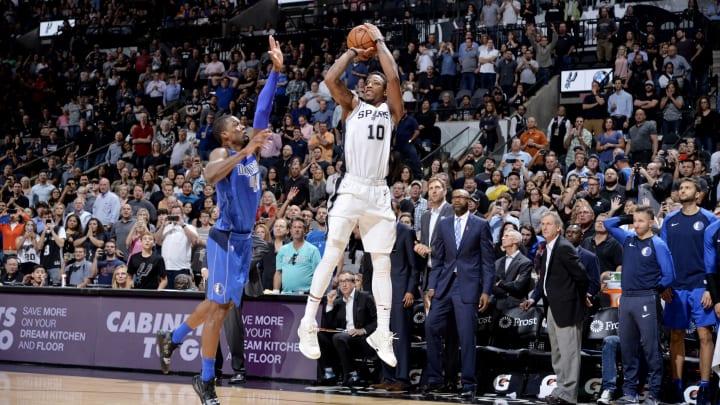 SAN ANTONIO, TX – OCTOBER 29: DeMar DeRozan #10 of the San Antonio Spurs shoots the ball against the Dallas Mavericks on October 29, 2018 at the AT&T Center in San Antonio, Texas. (Photos by Mark Sobhani/NBAE via Getty Images)
