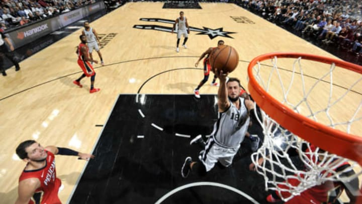 SAN ANTONIO, TX – NOVEMBER 3: Marco Belinelli #18 of the San Antonio Spurs shoots the ball against the New Orleans Pelicans (Photos by Mark Sobhani/NBAE via Getty Images)