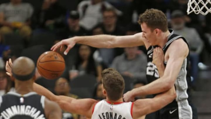 SAN ANTONIO, TX – DECEMBER 2: Jakob Poeltl #25 of the San Antonio Spurs battles Meyers Leonard #11 of the Portland Trail Blazers for the ball (Photo by Ronald Cortes/Getty Images)