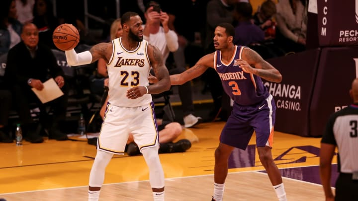 LOS ANGELES, CA – DECEMBER 02: Los Angeles Lakers forward LeBron James #23 being guarded by Phoenix Suns forward Trevor Ariza #3 during the Phoenix Suns vs Los Angeles Lakers game. (Photo by Icon Sportswire)