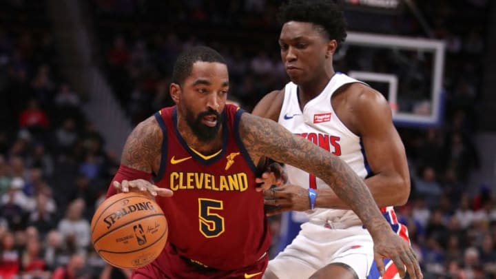 DETROIT, MICHIGAN - NOVEMBER 19: JR Smith #5 of the Cleveland Cavaliers tries to drive around Stanley Johnson #7 of the Detroit Pistons during the first half at Little Caesars Arena on November 19, 2018 in Detroit, Michigan. (Photo by Gregory Shamus/Getty Images)