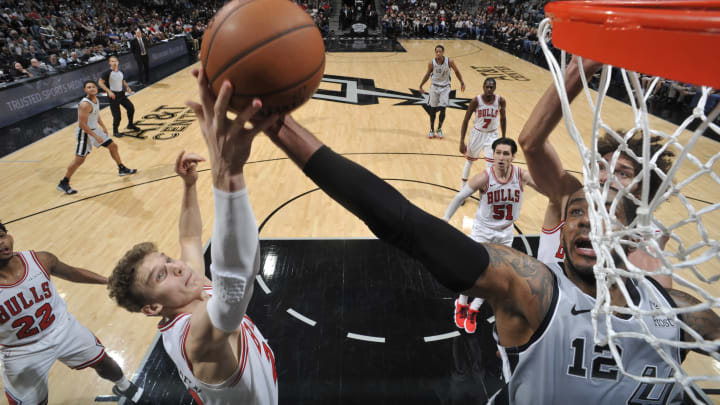 SAN ANTONIO, TX – DECEMBER 15: Lauri Markkanen #24 of the Chicago Bulls and LaMarcus Aldridge #12 of the San Antonio Spurs battle for control of the ball on December 15, 2018 (Photos by Mark Sobhani/NBAE via Getty Images)