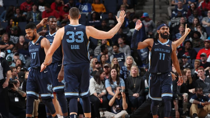 MEMPHIS, TN – DECEMBER 14:Marc Gasol #33 hi-fives Mike Conley #11 of the Memphis Grizzlies on December 14, 2018 at FedExForum in Memphis, Tennessee. (Photo by Joe Murphy/NBAE via Getty Images)