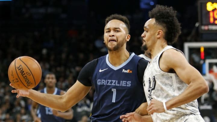 SAN ANTONIO, TX - JANUARY 5: Kyle Anderson #1 of the Memphis Grizzlies looks for room Derrick White #4 of the San Antonio Spurs during an NBA game held January 5, 2019 at the AT&T Center in San Antonio, Texas. NOTE TO USER: User expressly acknowledges and agrees that, by downloading and or using this photograph, User is consenting to the terms and conditions of the Getty Images License Agreement. (Photo by Edward A. Ornelas/Getty Images)