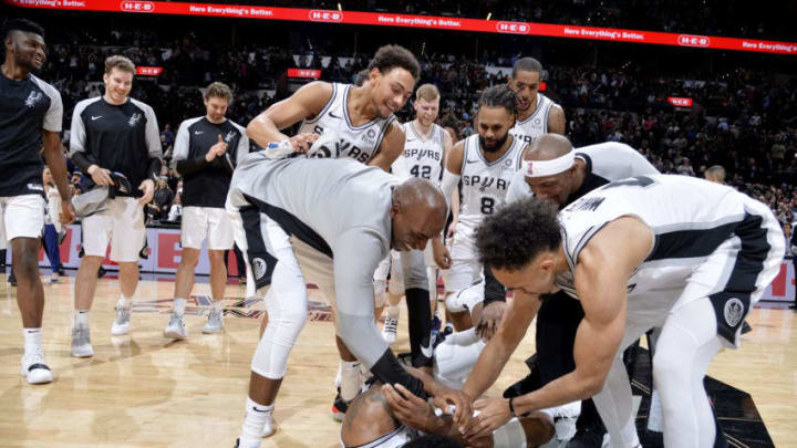 SAN ANTONIO, TX - JANUARY 29: The San Antonio Spurs react after Rudy Gay #22 of the San Antonio Spurs shoots the game winning basket against the Phoenix Suns on January 29, 2019 at the AT&T Center in San Antonio, Texas. NOTE TO USER: User expressly acknowledges and agrees that, by downloading and or using this photograph, user is consenting to the terms and conditions of the Getty Images License Agreement. Mandatory Copyright Notice: Copyright 2019 NBAE (Photos by Mark Sobhani/NBAE via Getty Images)