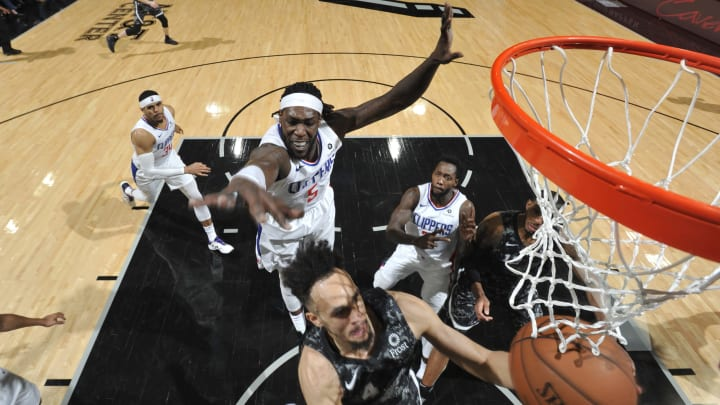 SAN ANTONIO, TX – JANUARY 20: Derrick White #4 of the San Antonio Spurs goes to the basket against the LA Clippers on January 20, 2019 (Photos by Mark Sobhani/NBAE via Getty Images)