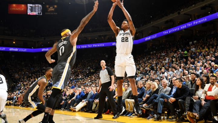 OAKLAND, CA – FEBRUARY 6: Rudy Gay #22 of the San Antonio Spurs shoots the ball against the Golden State Warriors (Photo by Noah Graham/NBAE via Getty Images)