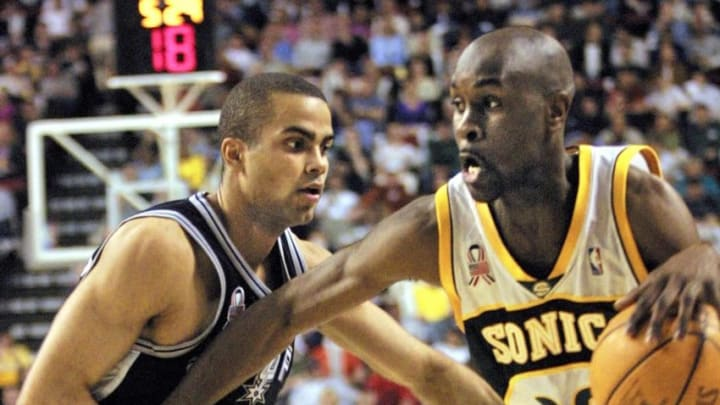 Seattle Supersonic Gary Payton (R) drives past San Antonio Spur Tony Parker on the way to the basket during the first half of action of their Western Conference Playoffs game in Seattle, 01 May of 2002. San Antonio played without Tim Duncan and David Robinson. AFP PHOTO/Dan LEVINE (Photo by DAN LEVINE / AFP) (Photo credit should read DAN LEVINE/AFP via Getty Images)