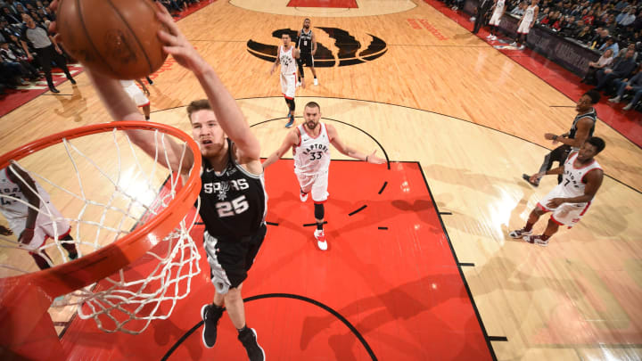 TORONTO, CANADA – FEBRUARY 22: Jakob Poeltl #25 of the San Antonio Spurs dunks the ball against the Toronto Raptors on February 22, 2019 (Photo by Ron Turenne/NBAE via Getty Images)