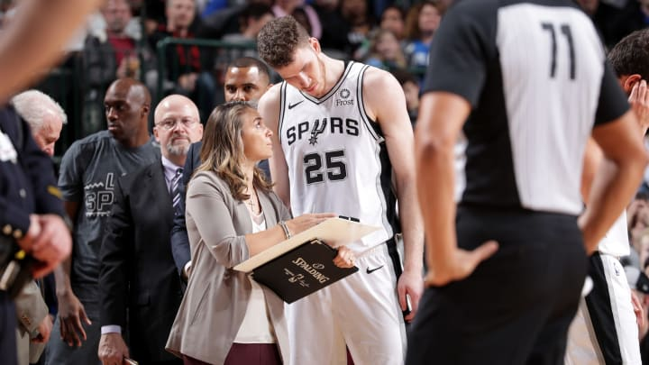 DALLAS, TX – MARCH 12: Assistant Coach Becky Hammon and Jakob Poeltl #25 of the San Antonio Spurs talk during the game against the Dallas Mavericks (Photo by Glenn James/NBAE via Getty Images)