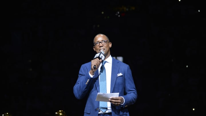 SAN ANTONIO, TX – MARCH 28: San Antonio Spurs TV Analyst Sean Elliot gives a speech during Manu Ginobili's Jersey Retirement Ceremony (Photos by Mark Sobhani/NBAE via Getty Images)