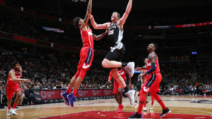 WASHINGTON, DC – APRIL 5: Jakob Poeltl #25 of the San Antonio Spurs shoots the ball against the Washington Wizards at Capital One Arena (Photo by Stephen Gosling/NBAE via Getty Images)