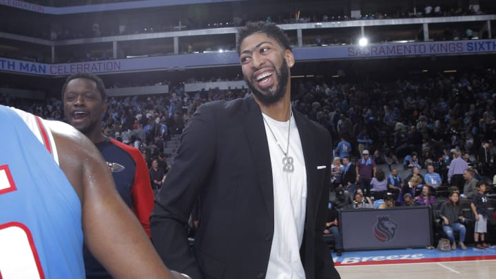 SACRAMENTO, CA – APRIL 7: Anthony Davis #23 of the New Orleans Pelicans greets players after the game against the Sacramento Kings (Photo by Rocky Widner/NBAE via Getty Images)