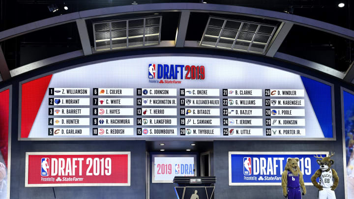 NEW YORK, NEW YORK – JUNE 20: The first round draft board is seen during the 2019 NBA Draft at the Barclays Center on June 20, 2019 (Photo by Sarah Stier/Getty Images)