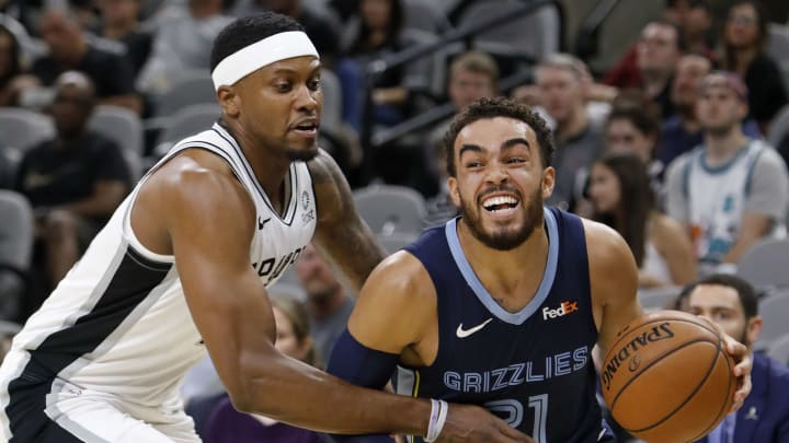 Tyus Jones of the Memphis Grizzlies looks for room around Rudy Gay of the San Antonio Spurs. (Photo by Edward A. Ornelas/Getty Images)