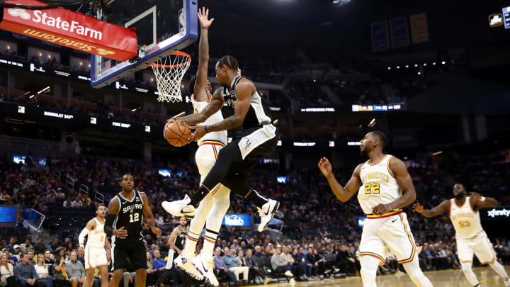 SAN FRANCISCO, CALIFORNIA – NOVEMBER 01: DeMar DeRozan #10 passes to LaMarcus Aldridge #12 of the San Antonio Spurs during their game against the Golden State Warriors (Photo by Ezra Shaw/Getty Images)