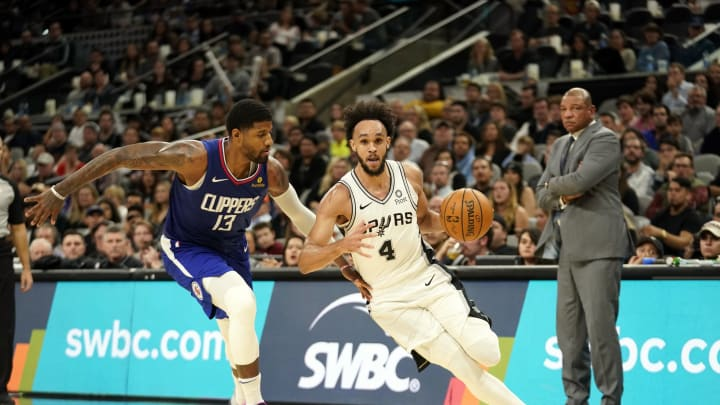 Derrick White of the San Antonio Spurs handle the ball against the LA Clippers. (Photos by Darren Carroll/NBAE via Getty Images)
