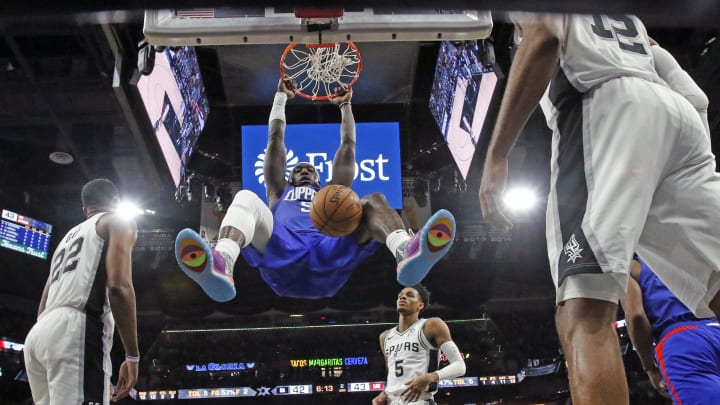 SAN ANTONIO, TX – NOVEMBER 29: Montrezl Harrell #5 of the Los Angeles Clippers dunks against the San Antonio Spurs at AT&T Center. (Photo by Ronald Cortes/Getty Images)
