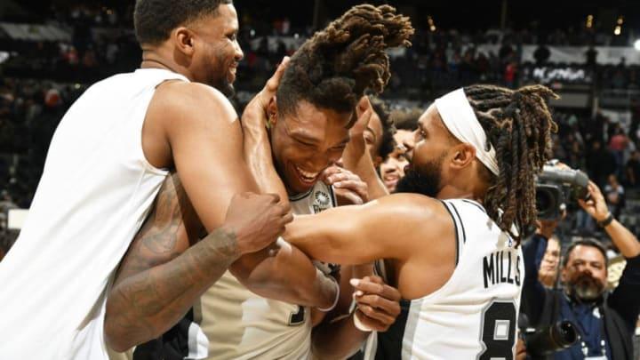 Lonnie Walker IV of the San Antonio Spurs hugs his teammates.(Photos by Logan Riely/NBAE via Getty Images)
