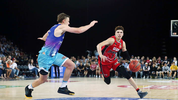 AUCKLAND, NEW ZEALAND – NOVEMBER 30: LaMelo Ball of the Hawks drives against Finn Delany of the Breakers during the round 9 NBL match between the New Zealand Breakers and the Illawarra Hawks at Spark Arena on November 30, 2019 in Auckland, New Zealand. (Photo by Anthony Au-Yeung/Getty Images)