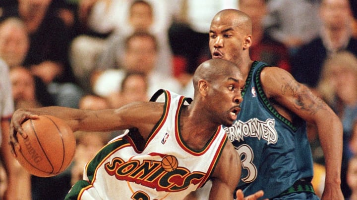 Seattle SuperSonic Gary Payton (L) dribbles past Minnesota Timberwolf Stephon Marbury (R) during their Western Conference playoff game in Seattle, WA (Photo by DAN LEVINE/AFP via Getty Images)