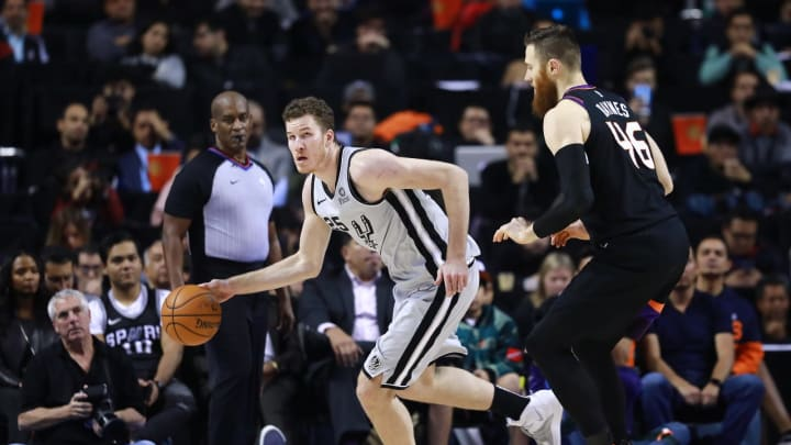 MEXICO CITY, MEXICO – DECEMBER 14: Jakob Poeltl #25 of the San Antonio Spurs handles the ball against Aron Baynes #46 of the Phoenix Suns during a game at Arena Ciudad de Mexico City. (Photo by Hector Vivas/Getty Images)