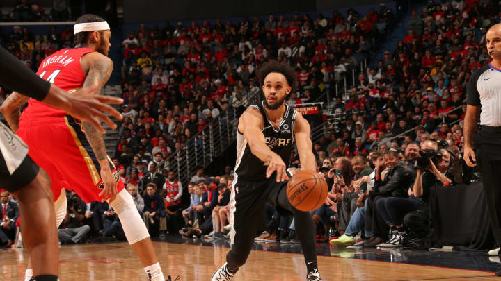 NEW ORLEANS, LA – JANUARY 22: Derrick White #4 of the San Antonio Spurs passes the ball against the New Orleans Pelicans on January 22, 2020 at the Smoothie King Center (Photo by Layne Murdoch Jr./NBAE via Getty Images)