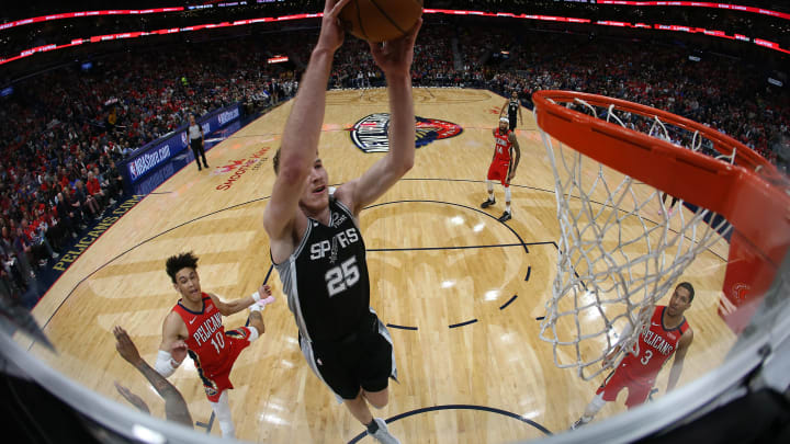 NEW ORLEANS, LOUISIANA – JANUARY 22: Jakob Poeltl #25 of the San Antonio Spurs dunks the ball against the New Orleans Pelicans at Smoothie King Center on January 22, 2020 (Photo by Chris Graythen/Getty Images)