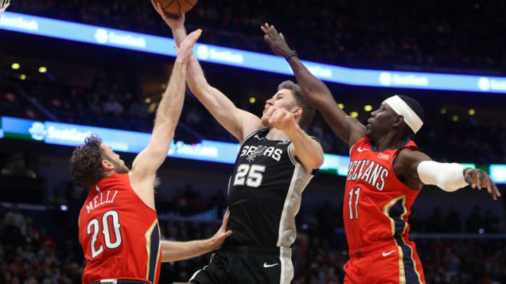 NEW ORLEANS, LOUISIANA - JANUARY 22: Jakob Poeltl #25 of the San Antonio Spurs shoots the ball over Nicolo Melli #20 of the New Orleans Pelicans at Smoothie King Center (Photo by Chris Graythen/Getty Images)