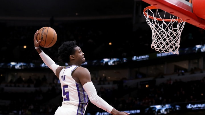 CHICAGO, ILLINOIS – JANUARY 24: De'Aaron Fox #5 of the Sacramento Kings dunks the ball in the second quarter against the Chicago Bulls at the United Center (Photo by Dylan Buell/Getty Images)