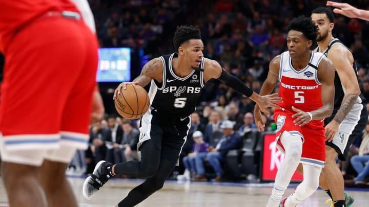 Dejounte Murray of the San Antonio Spurs is guarded by De'Aaron Fox. (Photo by Lachlan Cunningham/Getty Images)