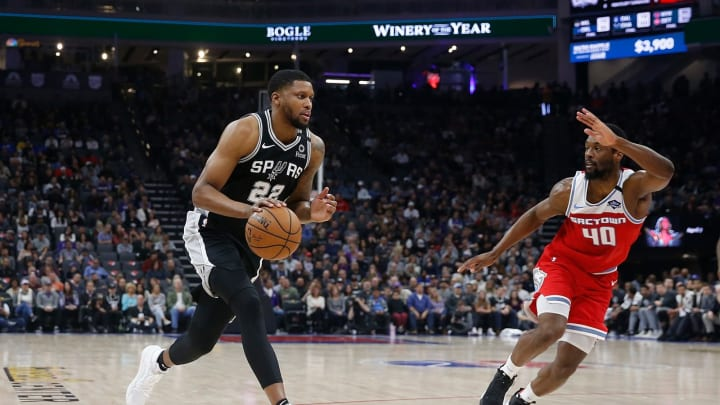 SACRAMENTO, CALIFORNIA – FEBRUARY 08: Rudy Gay #22 of the San Antonio Spurs drives to the basket in the first half against the Sacramento Kings at Golden 1 Center. (Photo by Lachlan Cunningham/Getty Images)