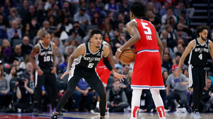 SACRAMENTO, CALIFORNIA – FEBRUARY 08: Dejounte Murray #5 of the San Antonio Spurs guards De'Aaron Fox #5 of the Sacramento Kings in the first half at Golden 1 Center. (Photo by Lachlan Cunningham/Getty Images)