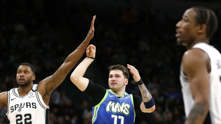 SAN ANTONIO, TX – FEBRUARY 26: Luka Doncic #77 of the Dallas Mavericks shoots as Rudy Gay #22 of the San Antonio Spurs watches. (Photo by Ronald Cortes/Getty Images)