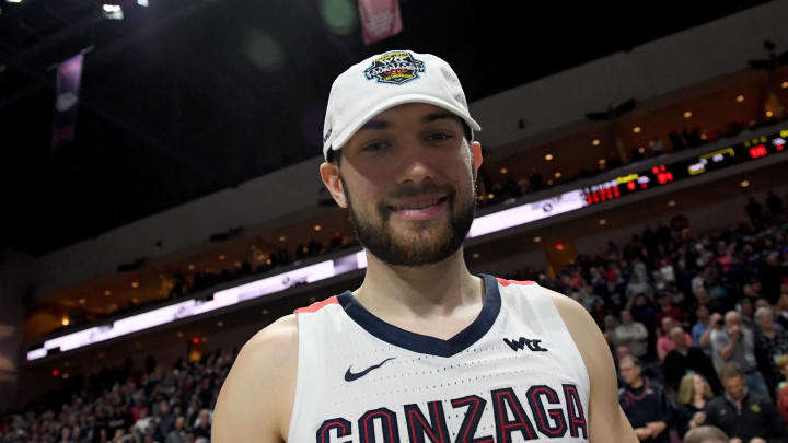 LAS VEGAS, NEVADA – MARCH 10: Killian Tillie #33 of the Gonzaga Bulldogs smiles after putting on a championship hat. His skillset and mentality are primed for the San Antonio Spurs. (Photo by Ethan Miller/Getty Images)