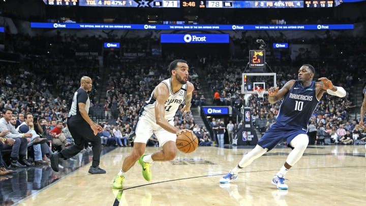 SAN ANTONIO, TX – FEBRUARY 26: Trey Lyles #41 of the San Antonio Spurs drives on Dorian Finney-Smith #10 of the Dallas Mavericks before a full crowd during second half action at AT&T Center (Photo by Ronald Cortes/Getty Images)