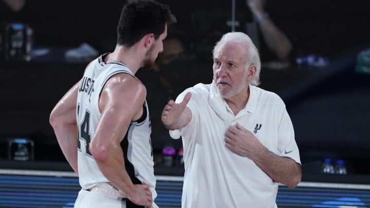 LAKE BUENA VISTA, FLORIDA – AUGUST 02: San Antonio Spurs head coach Gregg Popovich, right, speaks with Drew Eubanks against the Memphis Grizzlies at Visa Athletic Center. (Photo by Ashley Landis-Pool/Getty Images)