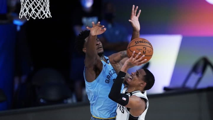 LAKE BUENA VISTA, FLORIDA – AUGUST 02: Dejounte Murray #5 of the San Antonio Spurs shoots against Jaren Jackson Jr. #13 of the Memphis Grizzlies during the 2nd half at Visa Athletic Center. (Photo by Ashley Landis-Pool/Getty Images)
