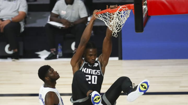 LAKE BUENA VISTA, FLORIDA – AUGUST 02: Harry Giles III #20 of the Sacramento Kings dunks the basketball against Mo Bamba #5 of the Orlando Magic in the second half of an NBA game. (Photo by Kim Klement-Pool/Getty Images)