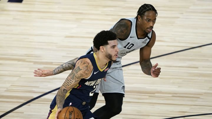 LAKE BUENA VISTA, FLORIDA – AUGUST 09: Lonzo Ball #2 of the New Orleans Pelicans drives around DeMar DeRozan #10 of the San Antonio Spurs during the second half at HP Field House. (Photo by Ashley Landis – Pool/Getty Images)