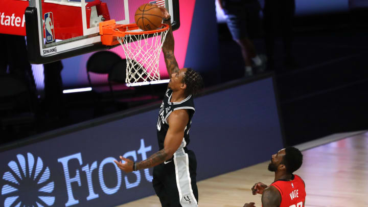 LAKE BUENA VISTA, FLORIDA – AUGUST 11: DeMar DeRozan #10 of the San Antonio Spurs dunks the ball in front of Jeff Green #32 of the Houston Rockets during an NBA basketball game. (Photo by Kim Klement-Pool/Getty Images)