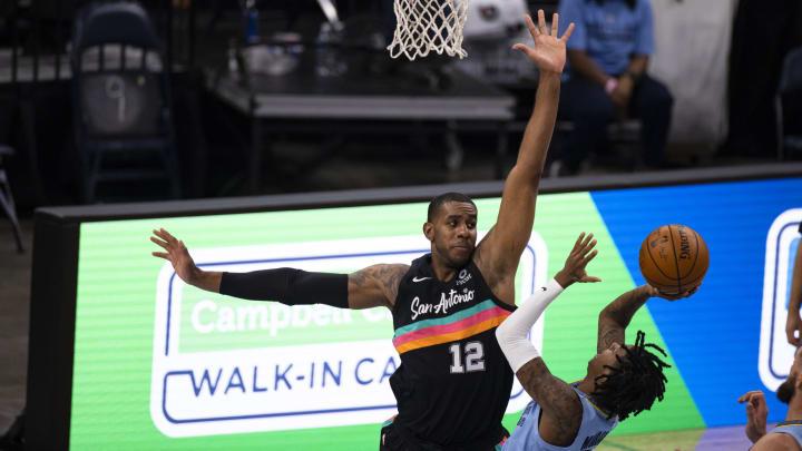 San Antonio Spurs LaMarcus Aldridge (Photo by Brett Carlsen/Getty Images)