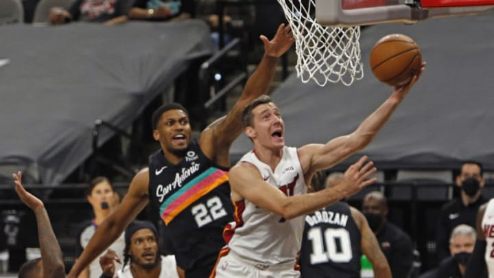 Goran Dragic Rudy Gay (Photo by Ronald Cortes/Getty Images)