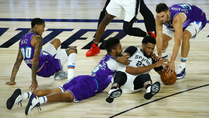 LAKE BUENA VISTA, FLORIDA – AUGUST 07: Rudy Gay #22 of the San Antonio Spurs fights for a loose ball against the Utah Jazz at HP Field House at ESPN Wide World Of Sports Complex. (Photo by Kevin C. Cox/Getty Images)