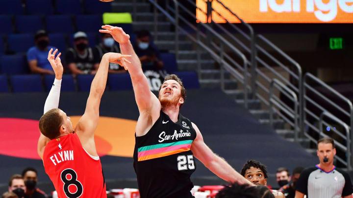 San Antonio Spurs Jakob Poeltl (Photo by Julio Aguilar/Getty Images)