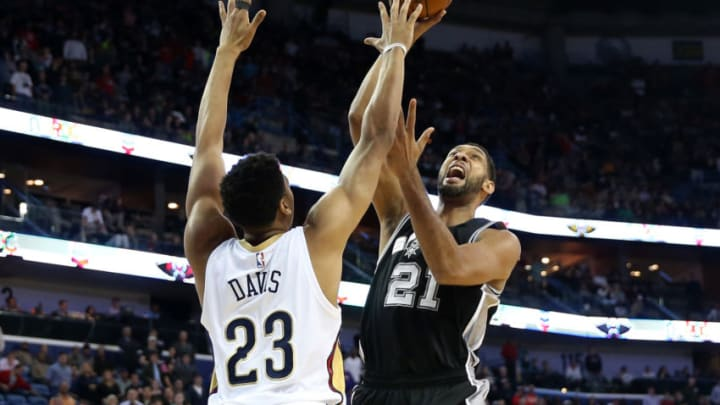 NEW ORLEANS, LA - DECEMBER 26: Tim Duncan #21 of the San Antonio Spurs shoots the ball over Anthony Davis #23 of the New Orleans Pelicans at Smoothie King Center. (Photo by Chris Graythen/Getty Images)