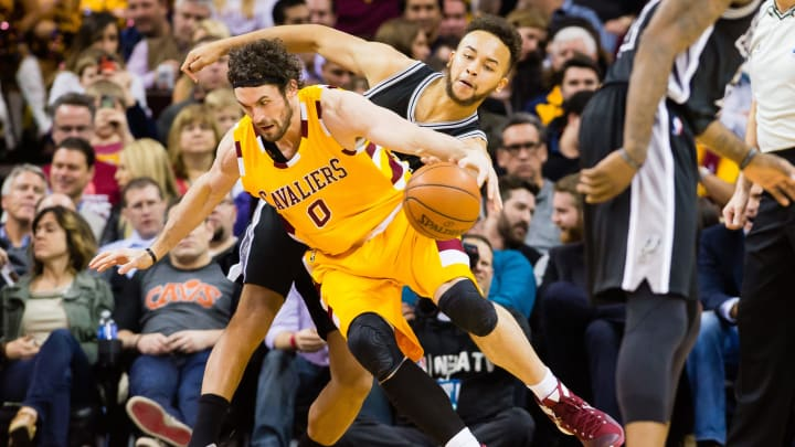 CLEVELAND, OH – JANUARY 30: Kevin Love #0 of the Cleveland Cavaliers looses the ball to Kyle Anderson #1 of the San Antonio Spurs during the second half at Quicken Loans Arena on January 30, 2016 in Cleveland, Ohio. The Cavaliers defeated the Spurs 117-103. (Photo by Jason Miller/Getty Images)
