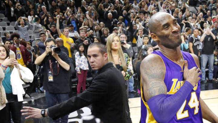 SAN ANTONIO,TX - FEBRUARY 6: Kobe Bryant #24 of the Los Angeles Lakers acknowledges San Antonio Spurs fans at the end of the game at AT&T Center on February 6, 2016 in San Antonio, Texas. NOTE TO USER: User expressly acknowledges and agrees that , by downloading and or using this photograph, User is consenting to the terms and conditions of the Getty Images License Agreement. (Photo by Ronald Cortes/Getty Images)