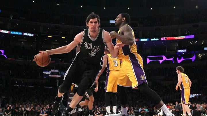 LOS ANGELES, CA – JANUARY 22: Boban Marjanovic #40 of the San Antonio Spurs dribbles the ball against Tarik Black #28 of the Los Angeles Lakers at Staples Center on January 22, 2016 (Photo by Victor Decolongon/Getty Images)